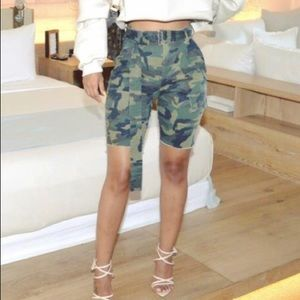Camo belted high waisted shorts